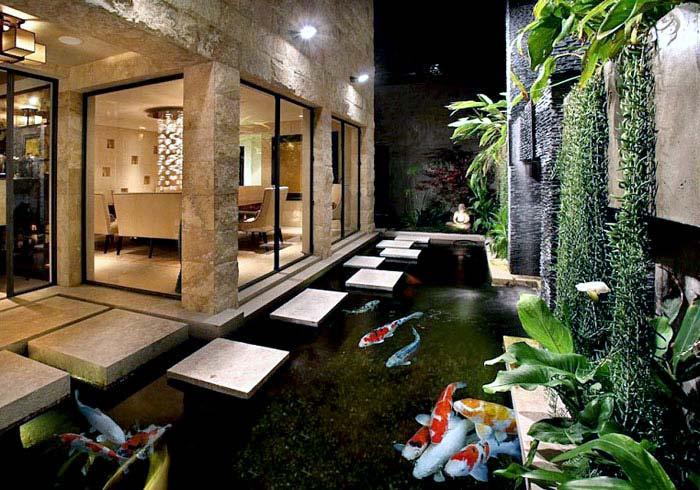 Teras Rumah Samping Bergaya Oriental